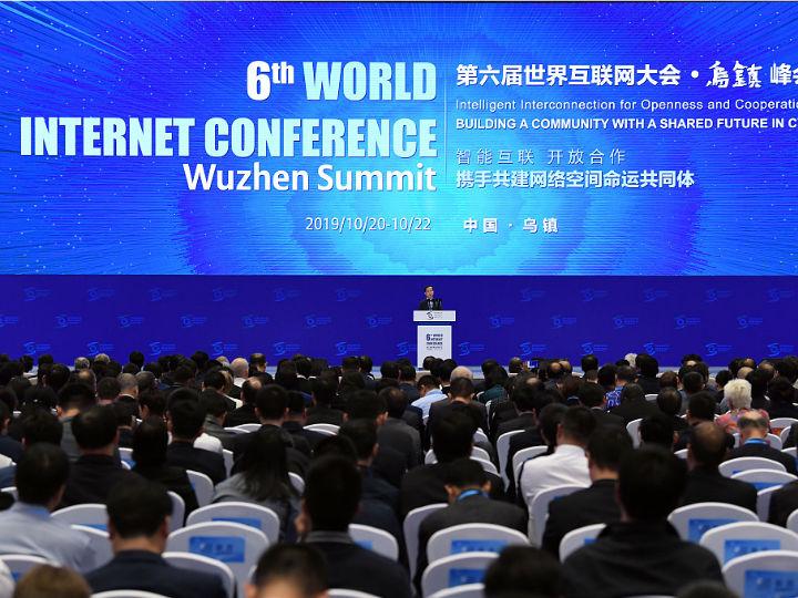"""李彦宏乌镇互联网大会首提智能经济:AI可让人获""""永生"""""""