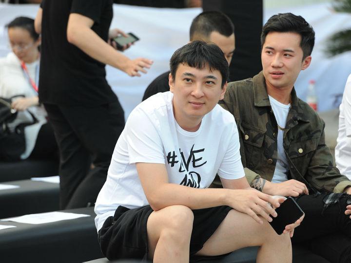 大公司晨�x:王思��_�J被限制高消�M;�Х劢z薅垮店��W�t被扒