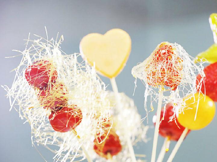 �O客美食:甘甜可口―平底�版草莓冰糖葫�J