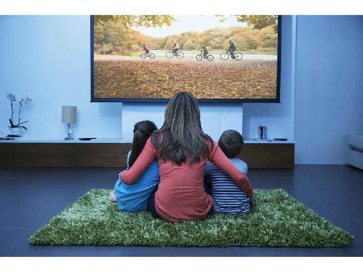 选电视认清这几点准没错!夏普60吋4K超清电视给你好看