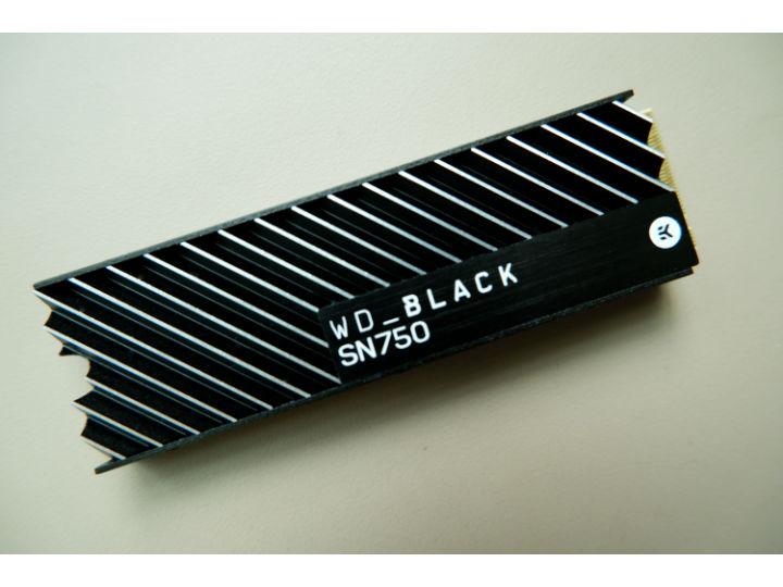 加装散热片的WD_ BLACK SN750 SSD,帮你实现电脑升级