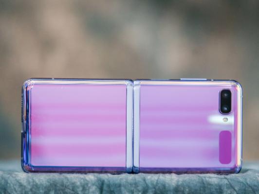 最便宜的折�B屏手�C三星Galaxy Z Flip�l布