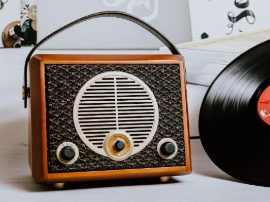 古典�c�F代��的融合 惠威Classical M4R�f奏曲�{牙FM收音�C有源音箱�u�y