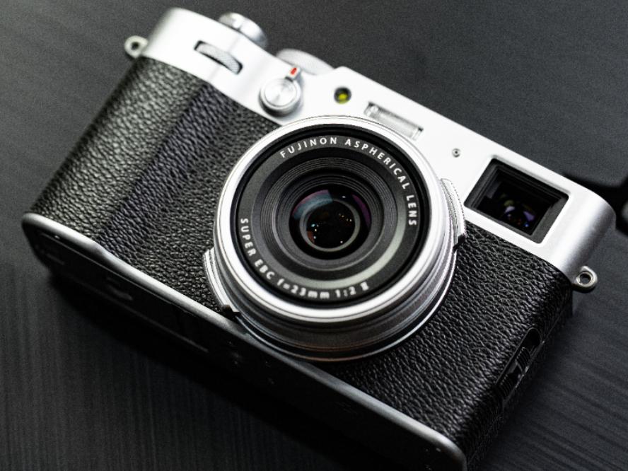 一款兼顾便携与性能的相机 富士X100V