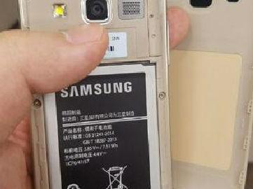 三星翻盖智能机Galaxy Folder 2高清图曝光