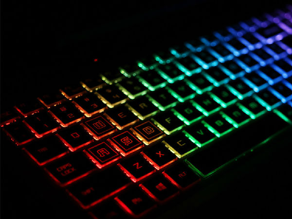 八代酷睿+RGB炫彩背光键盘 机械师T90深度评测
