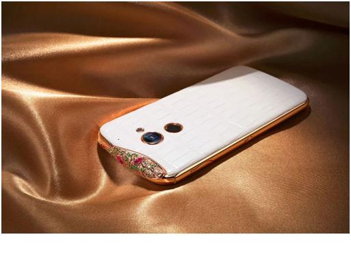 SAVELLI是一部手机,同时也是女性最实用的一件珠宝