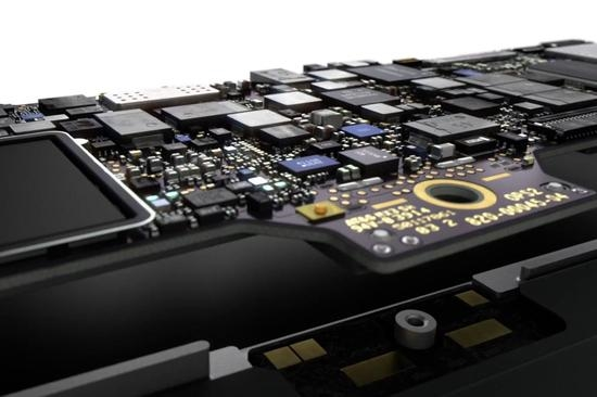 出乎意料:新款Macbook Air主板比树莓派还小