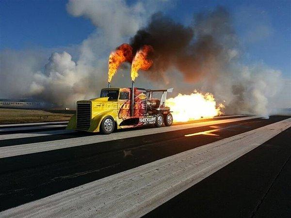 """不能更霸气,""""喷气式""""卡车时速超600公里"""