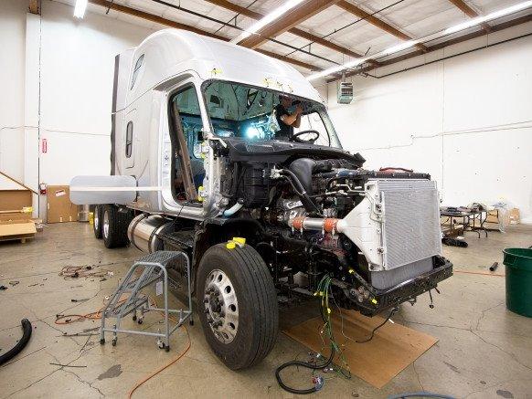 世界首辆无人驾驶卡车诞生记