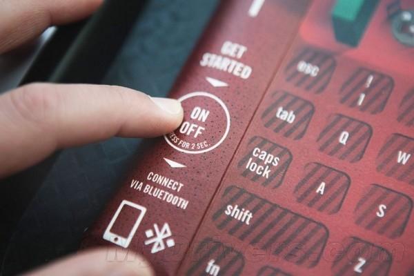 不会弄脏电脑了!KFC有放在托盘上的蓝牙键盘