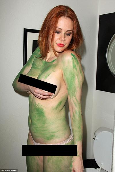 这位熟女演员的cosplay竟然是人体彩绘