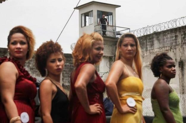 猎奇女犯押解-巴西著名的 女囚选美 大赛图片