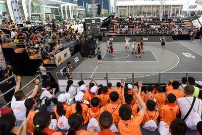 三岔镇中心小学学生观看比赛