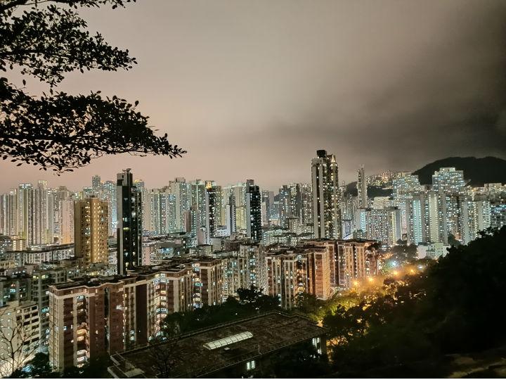 香港行摄:雨夜登嘉顿山 看夜幕后的深水埗